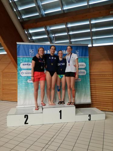 Veres Kamilla ezüstérmes A lány 1 méteren