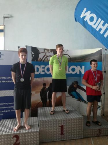 Váradi-Szabó András ezüstérmes A fiú 1 és 3 méteren