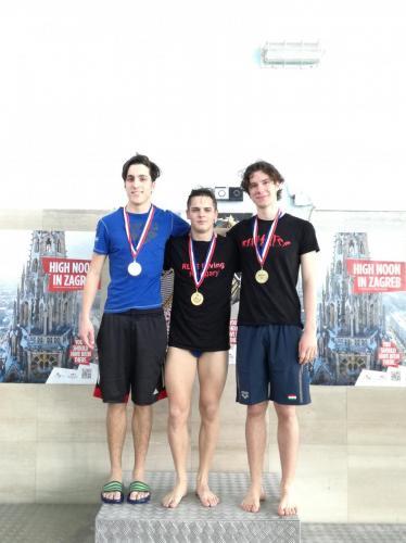Gacs Barnabás aranyéremmel, Varga Donát bronzéremmel a dobogón az A fiú 1 méter után