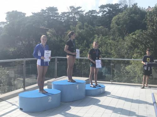 Gratulálunk Skobeleva Alisának, aki B lány 1 méteren bronzérmes lett